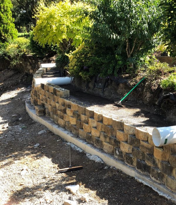 Commercial and Residential Landscaping - Retaining Wall